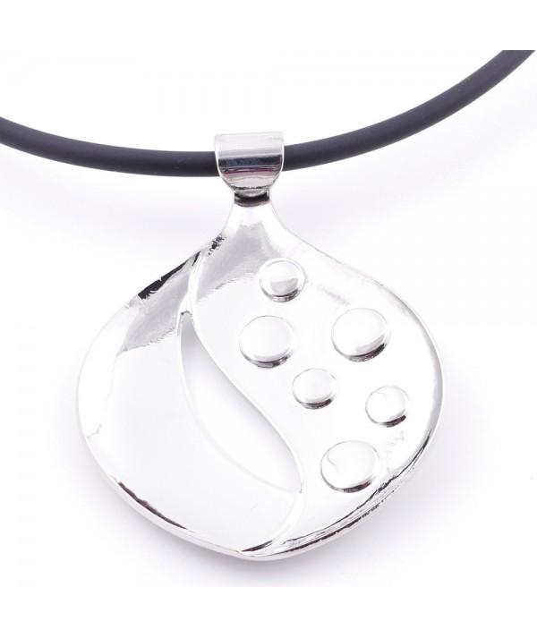 Collier en caoutchouc avec pendentif en métal et pierre oeil de chat